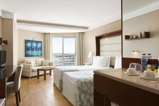 安塔利亚华美达广场酒店 - 安塔利亚 - 睡房