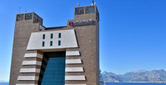 安塔利亚温德姆华美达广场酒店 - 安塔利亚 - 建筑