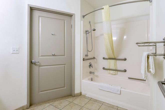 贝克斯菲尔德6号公寓式酒店 - 贝克斯菲尔德 - 浴室