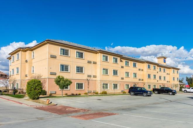 贝克斯菲尔德6号公寓式酒店 - 贝克斯菲尔德 - 建筑