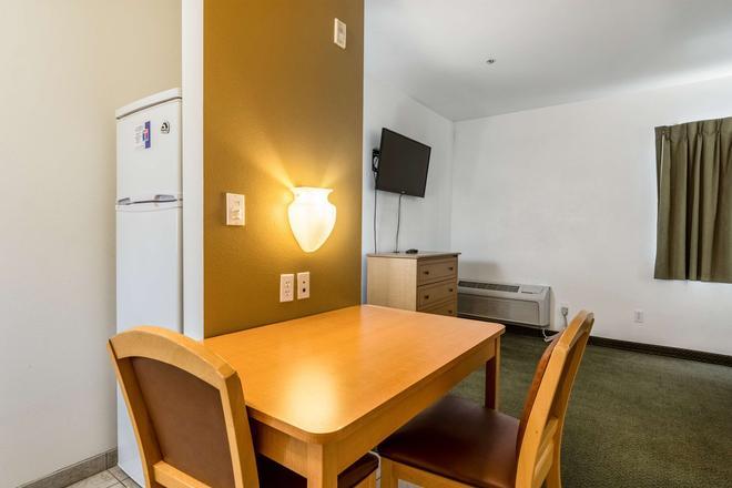 贝克斯菲尔德6号公寓式酒店 - 贝克斯菲尔德 - 餐厅