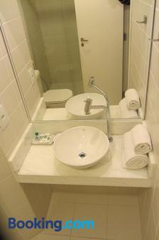金色套房酒店 - 坎皮纳斯 - 浴室