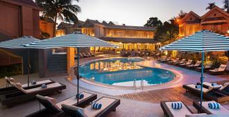 花落棕榈海滩度假村酒店 - 坎多林 - 游泳池