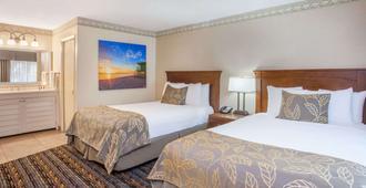 圣迭戈圆环温德姆戴斯酒店 - 圣地亚哥 - 睡房