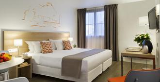 馨乐庭里昂普莱斯吉乐酒店 - 里昂 - 睡房