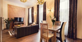 城市住宅公寓式酒店 - 科希策 - 餐厅