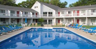 林姆莱恩度假酒店 - 肯尼邦克港 - 游泳池