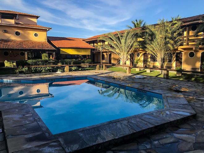 艾斯特拉格慕旅馆 - 卡波布里奥 - 游泳池
