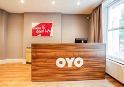 Oyo皇家公园酒店 - 伦敦 - 柜台