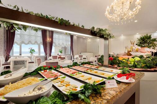 华美达巴库酒店 - 巴库 - 自助餐