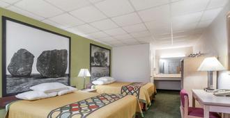 弗雷德里克斯堡速8汽车旅馆 - 弗雷德里克斯堡 - 睡房