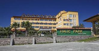 海利克公园酒店 - 艾瓦勒克 - 建筑