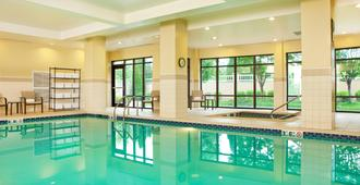 盖兹堡万怡酒店 - 盖茨堡 - 游泳池