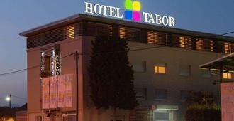 泰伯酒店 - 马里博尔