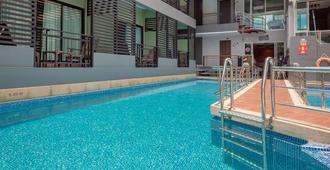 沙哑多尔度假酒店 - 清莱 - 游泳池