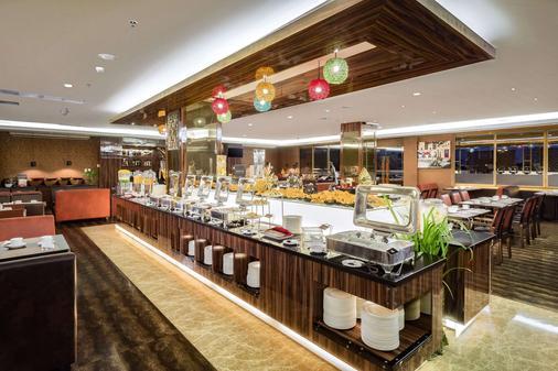 马卡萨海滩贝斯特韦斯特高级酒店 - 马卡萨 - 自助餐