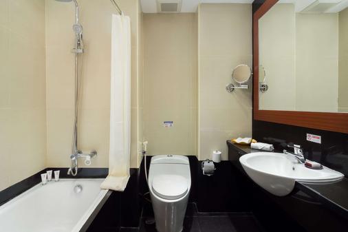马卡萨海滩贝斯特韦斯特高级酒店 - 马卡萨 - 浴室