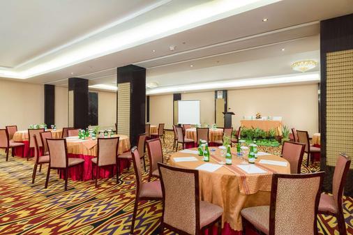 马卡萨海滩贝斯特韦斯特高级酒店 - 马卡萨 - 宴会厅