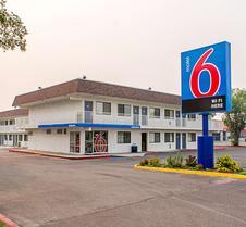 卡利斯比6号汽车旅馆