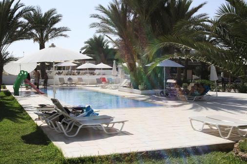 西贝尔莱姆海滩酒店 - 米多恩 - 游泳池