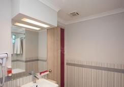 奇哈佩拉斯普利米尔法福酒店 - 万隆 - 浴室