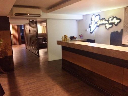 奇哈佩拉斯普利米尔法福酒店 - 万隆 - 柜台