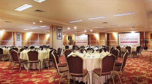 奇哈佩拉斯普利米尔法福酒店 - 万隆 - 宴会厅