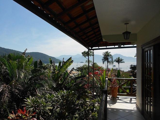 阿尔沃拉达多斯波尔巴斯旅馆 - Vila do Abraao - 阳台