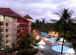 日惹嘉雅卡塔酒店及水疗中心 - 日惹 - 游泳池