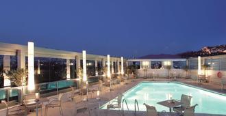 雅典公园丽笙酒店 - 雅典 - 游泳池