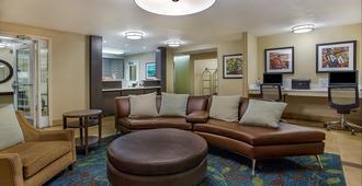 路易斯维尔机场烛木套房酒店 - 路易斯威尔 - 睡房