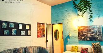 Canova Hostel & Pizza - 巴亚尔塔港 - 客厅