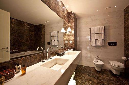 罗马第一豪华艺术酒店 - 罗马 - 浴室