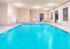 东哥伦比亚温德姆速 8 酒店 - 哥伦比亚 - 游泳池