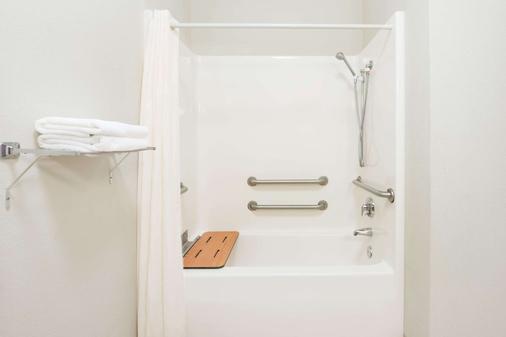 哥伦比亚东部速8酒店 - 哥伦比亚 - 浴室