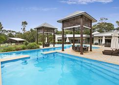 海滩公路度假屋酒店 - Noosa North Shore - 游泳池