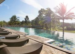 诺富特曼纳多高尔夫会议度假酒店 - 万鸦老 - 游泳池