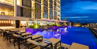 万象皇冠假日酒店 - 万象 - 游泳池