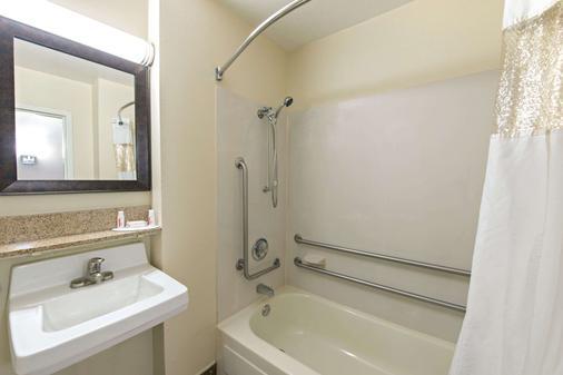 路易斯维尔贝蒙特套房酒店 - 路易斯威尔 - 浴室