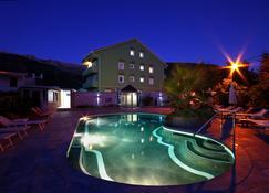 阿鲁巴酒店 - 布德瓦 - 游泳池