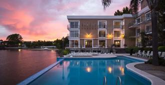 科洛尼亚德尔萨克拉门托瑞迪森酒店 - 科洛尼亞德爾薩克拉門托 - 游泳池