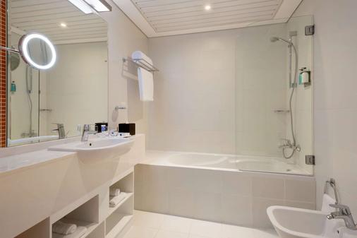 阿布扎比市中心爵怡温德姆酒店 - 阿布扎比 - 浴室