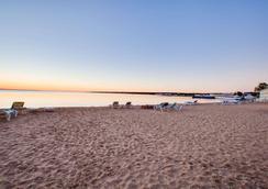 麦基诺城-海滨区速8酒店 - 麦基诺城 - 海滩