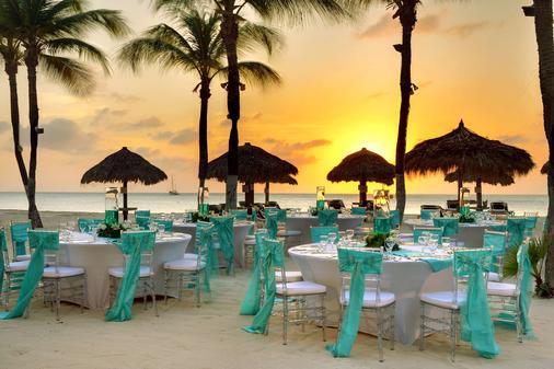 巴塞罗阿鲁巴度假酒店 - 棕榈滩 - 宴会厅