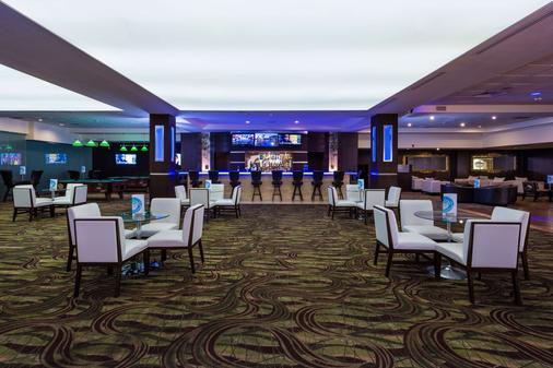 巴塞罗阿鲁巴度假酒店 - 棕榈滩 - 酒吧