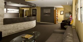 玛日亚吉日主题套房酒店及 Spa - 温尼伯 - 柜台