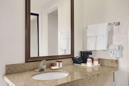 托伦斯华美达酒店 - 托伦斯 - 浴室