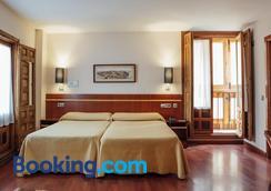 圣伊萨贝尔酒店 - 托莱多 - 睡房