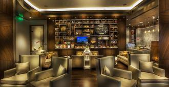 塔吉惠灵顿马厩屋华丽住宅酒店 - 孟买 - 酒吧