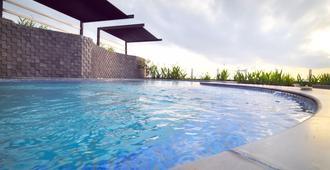 巴厘岛卡帕潘伽特拉大酒店 - 巴厘巴板 - 游泳池